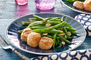 Pan-Seared Scallops and Green Beans Amandine