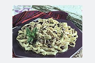 Parmesan-Olive Pesto Pasta Image 1