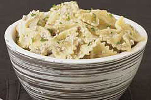 Pasta with Creamy Garlic & Walnut Sauce Image 1