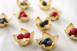 SNACK DELIGHTS Berry Won Ton Cups Image 1
