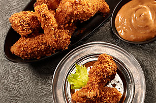 RITZ Crispy-Coated Chicken Wings with Playbook Sauce Image 1