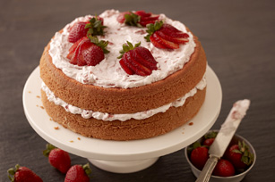 Strawberry-Cream Cake Image 1