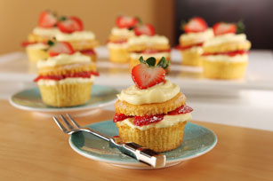Fresh Strawberry-Filled Cupcakes