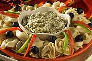 Tortelloni Wreath with Pesto Dip