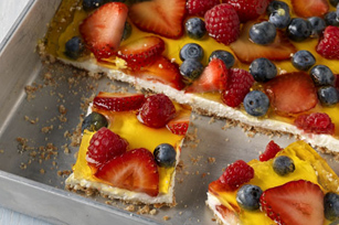 Cuadritos de cheesecake con frutas del bosque