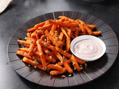 Garlic & Herb Sweet Potato Fries with Rouge-Ranch Dip