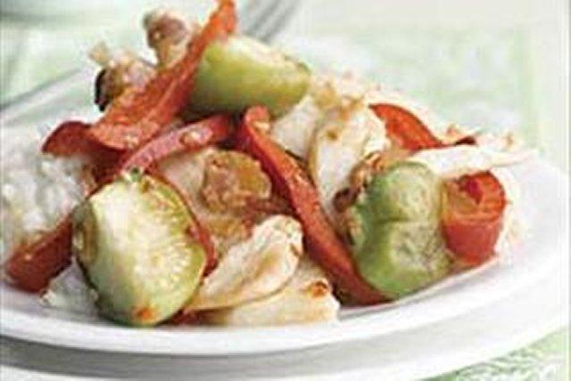 Salteado de pollo con jícama, tomatillos y pimientos rojos Image 1