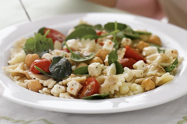 Salade de pâtes à la mode des îles grecques Image 1
