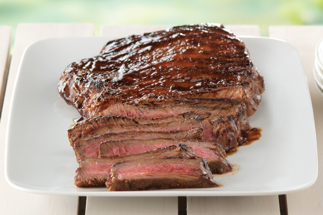 Bifteck grillé sur une planche de cèdre à la mode du Sud-ouest Image 1