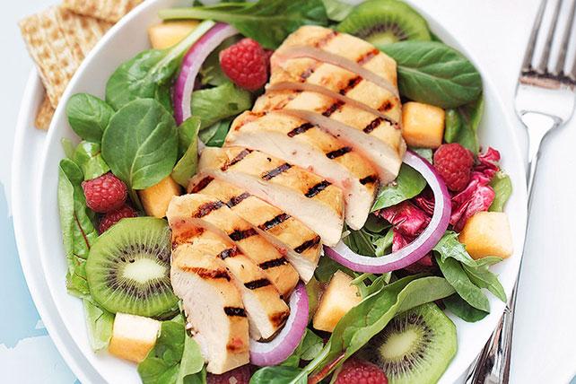 Ensalada de pollo asado y frutas Image 1