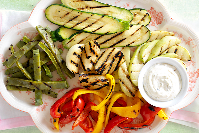 """Vegetales asados con """"dip"""" de ajo y jalapeño Image 1"""