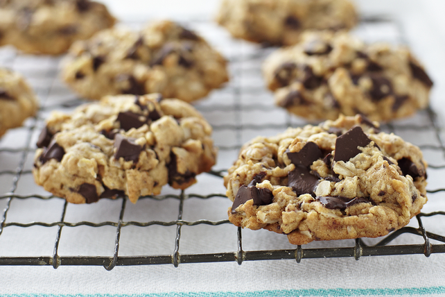 Peanut Butter, Oatmeal & Chocolate Chunk Cookies Image 1