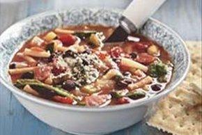 Sopa minestrone con frijoles negros