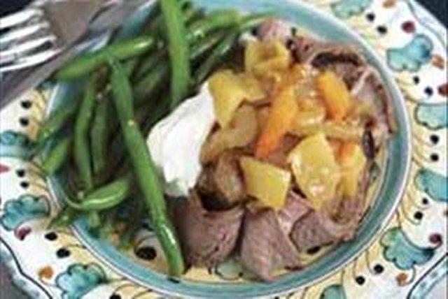 Bistec asado con cebolla caramelizada y chiles güeros Image 1
