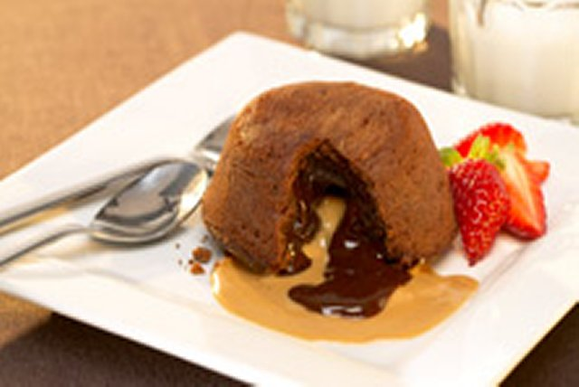 Peanut Butter-Chocolate Molten Cakes Image 1