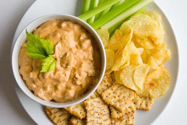 Easy Cheesy Buffalo Chicken Dip Image 1