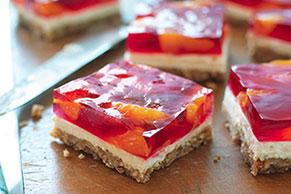 Postre de pretzels con fresas y mandarinas