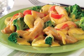 Fideos con pollo cremoso y vegetales