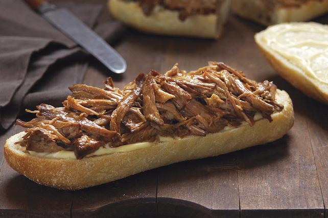 Sandwichs de porc à l'orange et à la sauce BBQ, cuits à la mijoteuse Image 1