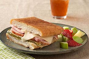 Sándwich de jamón y pavo estilo cubano