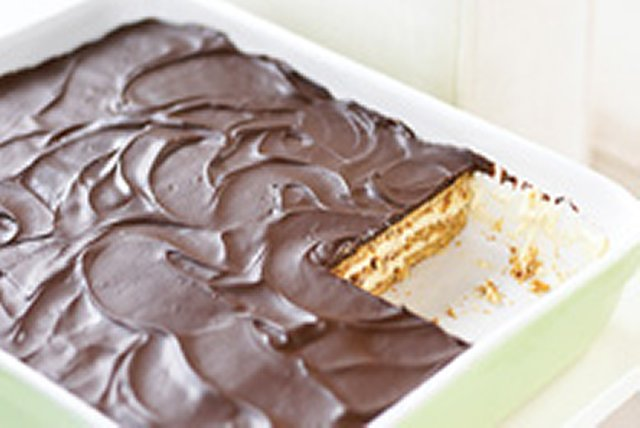 Easy Peanut Butter & Chocolate Eclair Dessert Image 1