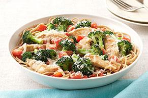 Pasta con pollo y brócoli a la parmesana
