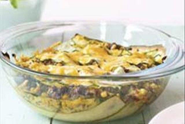 Pastel azteca de carne de res y calabacitas al horno Image 1