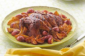 Pollo asado al chipotle con papas y cebollas