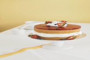 Pastel invertido con gelatina de fresa
