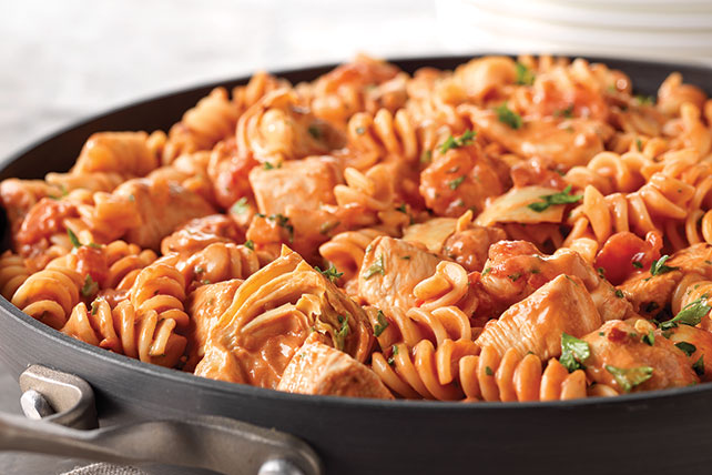 Rotini & Spicy Chicken in Tomato Sauce Image 1