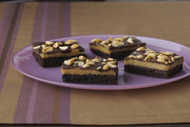 Brownies con capas de mantequilla de maní y chocolate Image 1