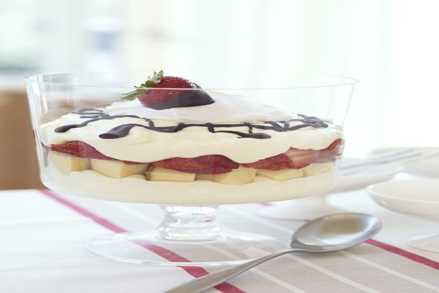 Layered Strawberry Cheesecake Bowl Image 1