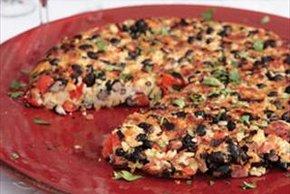 Torta de arroz y frijoles con queso