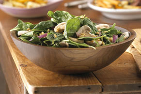 Salade d'épinards aux framboises et au sirop d'érable