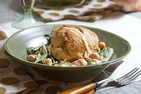Cremoso pollo con espinacas y garbanzos