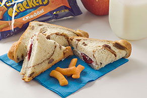 Sándwich doblado de canela y pasas