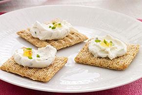 Pasta de queso crema con cebollinos a la naranja