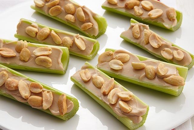 Bocaditos de apio con cacahuates Image 1