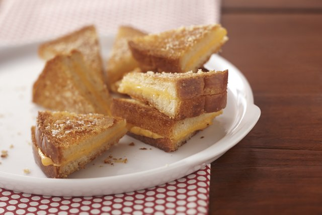 Ultimate Crispy Grilled Cheese Sandwiches Image 1