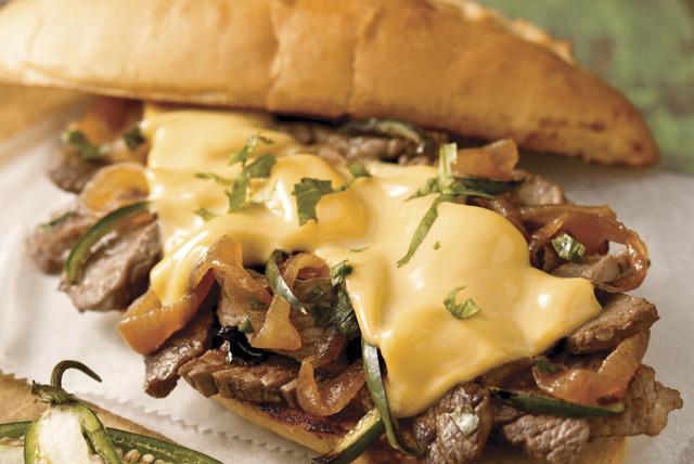 Sándwich de bistec en pan con ajo Image 1