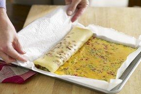 Omelette roulée au bacon avec salsa