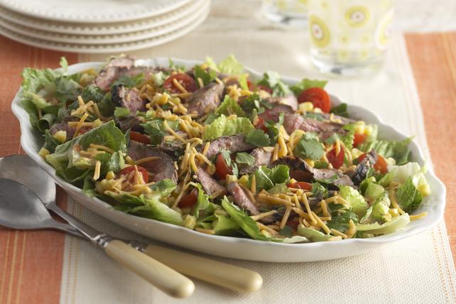 Salade de bifteck avec maïs et tomates Image 1