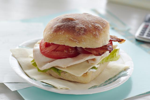 Sandwich club au poulet et au cheddar Image 1