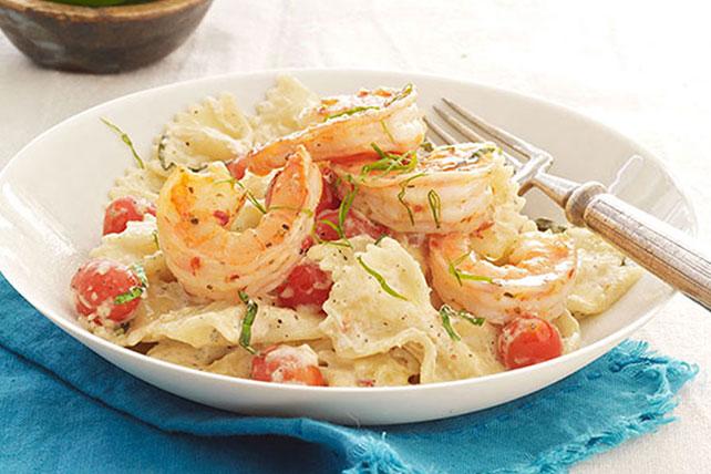 Cremosa pasta de tomates y albahaca con camarones Image 1