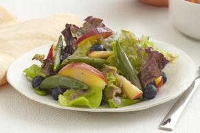 Salade aux pêches et aux verdures