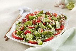 Ensalada de tomates y tomatillos frescos