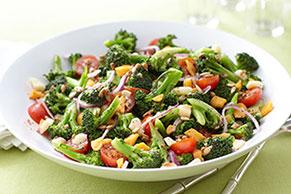 Ensalada marinada de brócoli y tomate