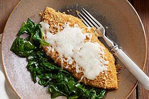 Crujiente pollo a la mozzarella con espinaca y ajo