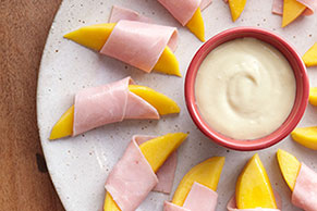 Bocadillos de jamón y mango