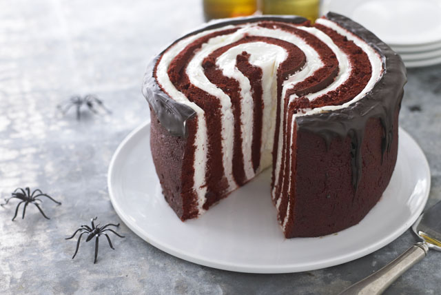 under-a-spell-red-devil-cake-119272 Image 1
